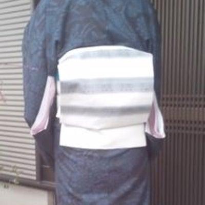 結城紬と梅ブローチの帯留めの記事に添付されている画像
