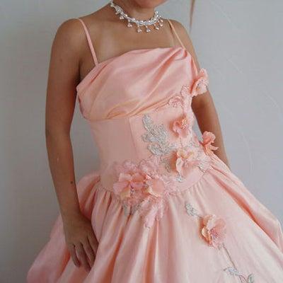 知らないと損!ドレスの意外な落とし穴、二次会編、お得なアイディアドレスの記事に添付されている画像