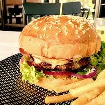 久し振りの肉肉ハンバーガーにかぶりつく幸せの記事に添付されている画像