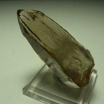 山梨県黒平産の煙水晶の記事に添付されている画像