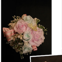 春色の蝶々のモチーフがついたアレンジメントの記事に添付されている画像