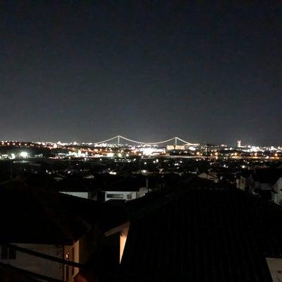 夜の明石海峡大橋の記事に添付されている画像