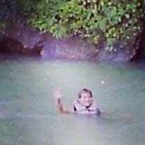 真っ暗闇の洞窟の中を泳ぐ(⌒-⌒; )の記事に添付されている画像