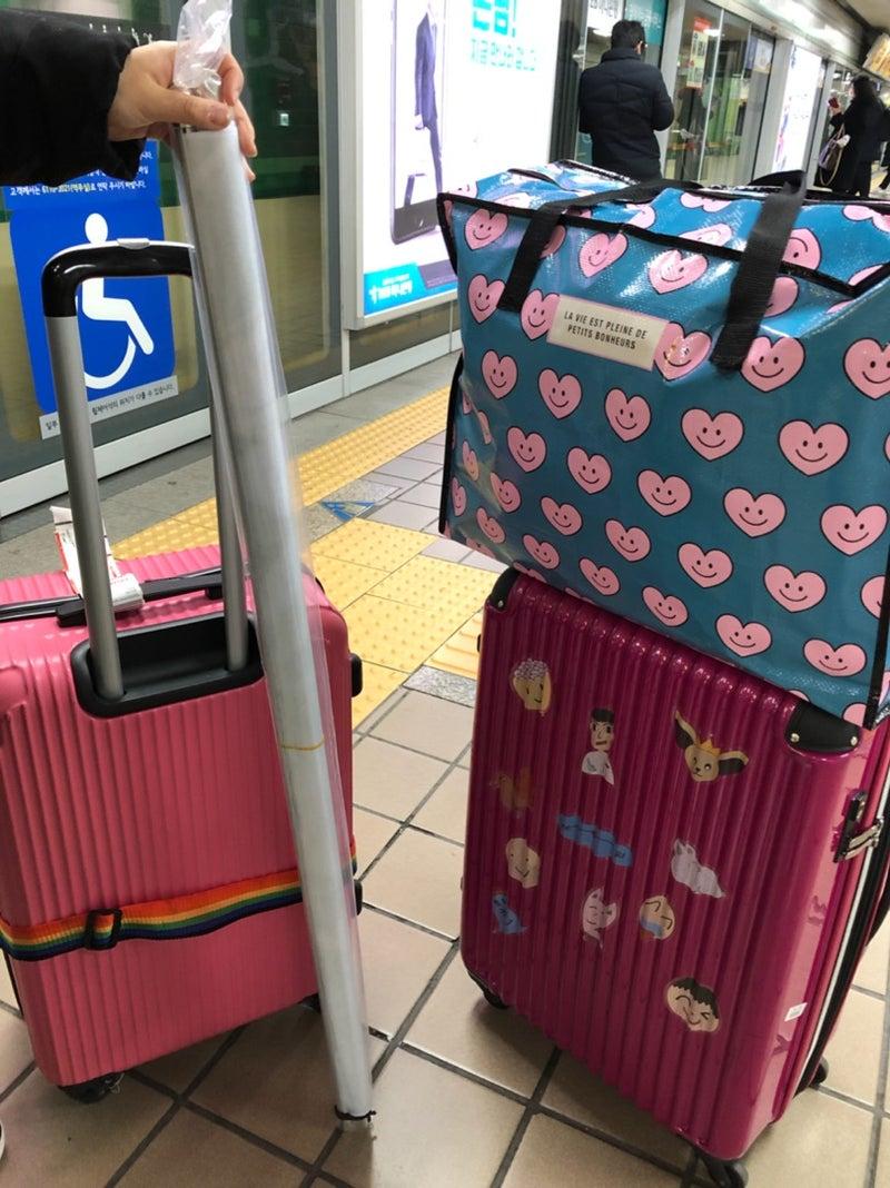 f752a12f332c 行きのスーツケースは二人とも片面しか使ってなかったのに、予想外の買い物がありw急遽買ったこのジッパー付きバッグ。