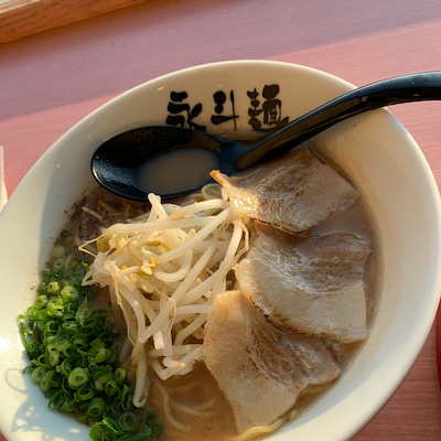 あまりにも酷い「永斗麺」フードコートの記事に添付されている画像