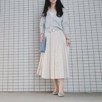 足長効果♡ カーディガン×スカートの相性抜群の記事に添付されている画像