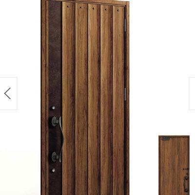 玄関ドア 窓なし木目がいい!の記事に添付されている画像