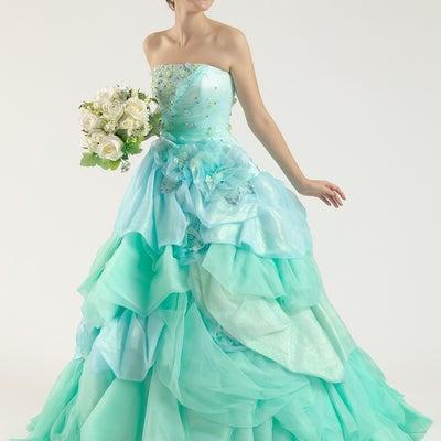 カラードレス ミントグリーン×水色のチャーミンングなドレスの記事に添付されている画像