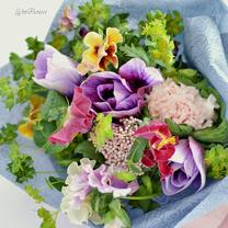 アネモネとパンジーの花束の記事に添付されている画像