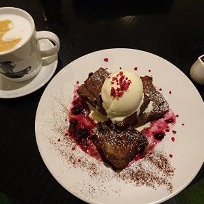 俺のBakery&Cafe  チョコレートとミックスベリーのフレンチトーストの記事に添付されている画像