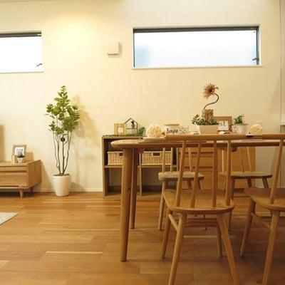 丸脚の家具で統一し北欧スタイルのナチュラルコーディネートを提案!2階がLD空間での記事に添付されている画像
