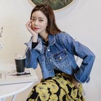 デニムジャケット×フラワースカートの記事に添付されている画像