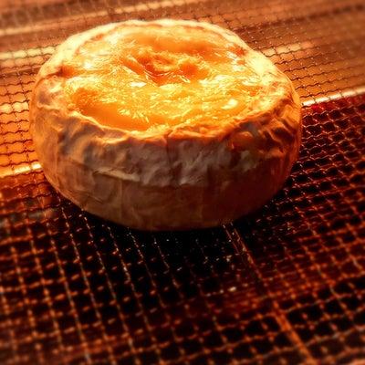 300円で贅沢気分♡まるごとカマンベールのチーズフォンデュの記事に添付されている画像