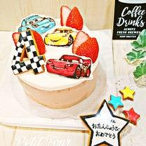 カラフルな車がカッコイイね!ママの手づくりデコケーキ♡の記事に添付されている画像