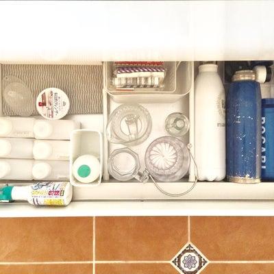 【キッチン】つっぱり棒ってやっぱり優秀♪大きな引き出しの仕切り方の記事に添付されている画像