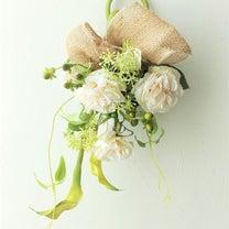 ロゼット咲きのバラの壁掛けアレンジの記事に添付されている画像