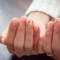 ヌーディーベージュにシェルやラメを散りばめました★成田市ネイルサロンの記事に添付されている画像