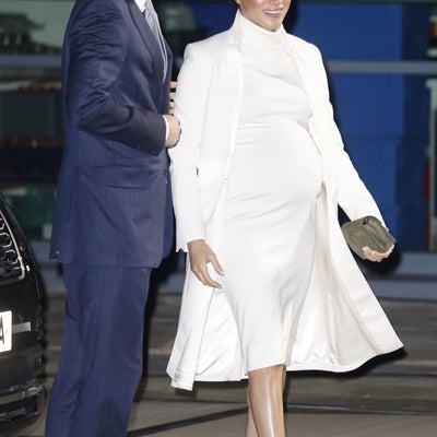 【英国王室】2019年2月 メーガン妃がオール白のマタニティファッションを披露の記事に添付されている画像