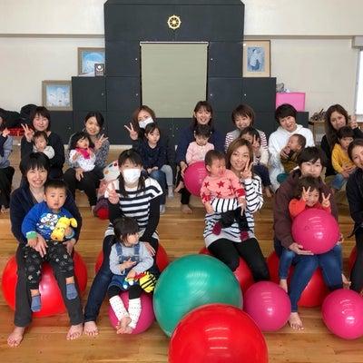 地元の保育園で親子バランスボール!の記事に添付されている画像
