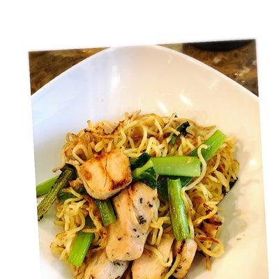 コンビニのサラダチキンと青ねぎと小松菜で塩焼きそば。の記事に添付されている画像