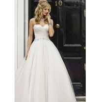花嫁ドレス、花嫁を美しく彩る新郎の立ち姿★ドレス試着の記事に添付されている画像