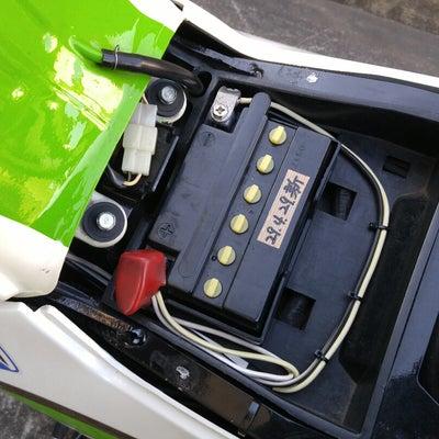 GPZ900R:バッテリー取り替えの記事に添付されている画像