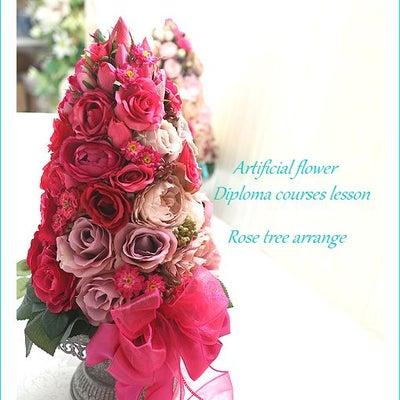 たっぷりのバラで作るローズトピアリーの記事に添付されている画像