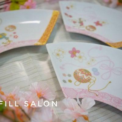 春の陽気を運んでくれる、華やかな和食器!お雛祭にもぴったりな扇皿5枚セット!の記事に添付されている画像