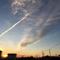 鮮やかな夕焼けとアツアツのマカロニグラタンの記事に添付されている画像