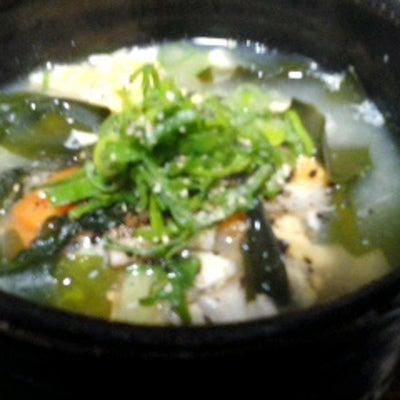 具沢山のサラダチキンスープと鯖缶オリーブ御飯と鰤の照り焼き、、、の記事に添付されている画像