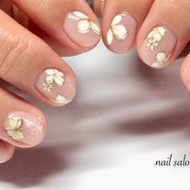 春らしいフラワーネイルとジェルで守られた親指の記事に添付されている画像
