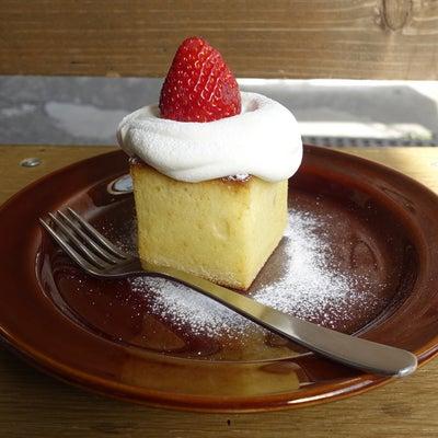 ぽってりクリームのいちごのベイクドケーキ MONZ CAFEの記事に添付されている画像