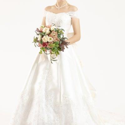 ウェディングドレス 人気の王道シルエットの記事に添付されている画像