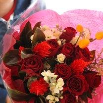 【今日の贈花】オーケストラのステージ花束の記事に添付されている画像