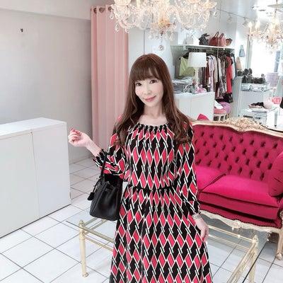 着やすい春ワンピース&今年流行りのスカーフ柄アンサンブルの記事に添付されている画像