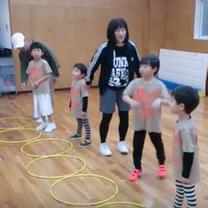 フラフープを使ったダンス振り付け稽古 リトミック体操月曜日クラス キッズガーデンの記事に添付されている画像