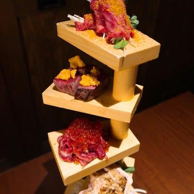 ☆フォトジェニックな肉のらせんタワーはマストオーダー!!お肉と日本酒が堪能できるの記事に添付されている画像