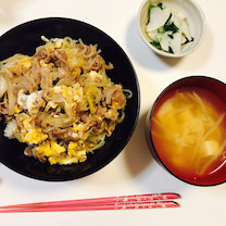 #牛肉盖饭 #おうちごはん #おやすみ #今天的晚饭 #牛丼 #今日の夕飯の記事に添付されている画像