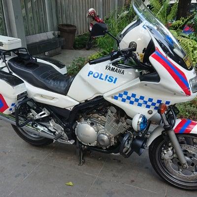 インドネシアの白バイの記事に添付されている画像
