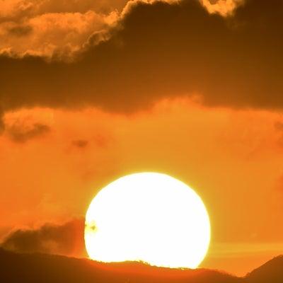 太陽と雲(夕焼けの空)の記事に添付されている画像