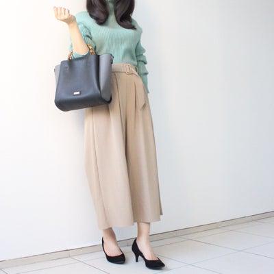 春色ニット×パンツスタイルで通勤コーデ♪の記事に添付されている画像
