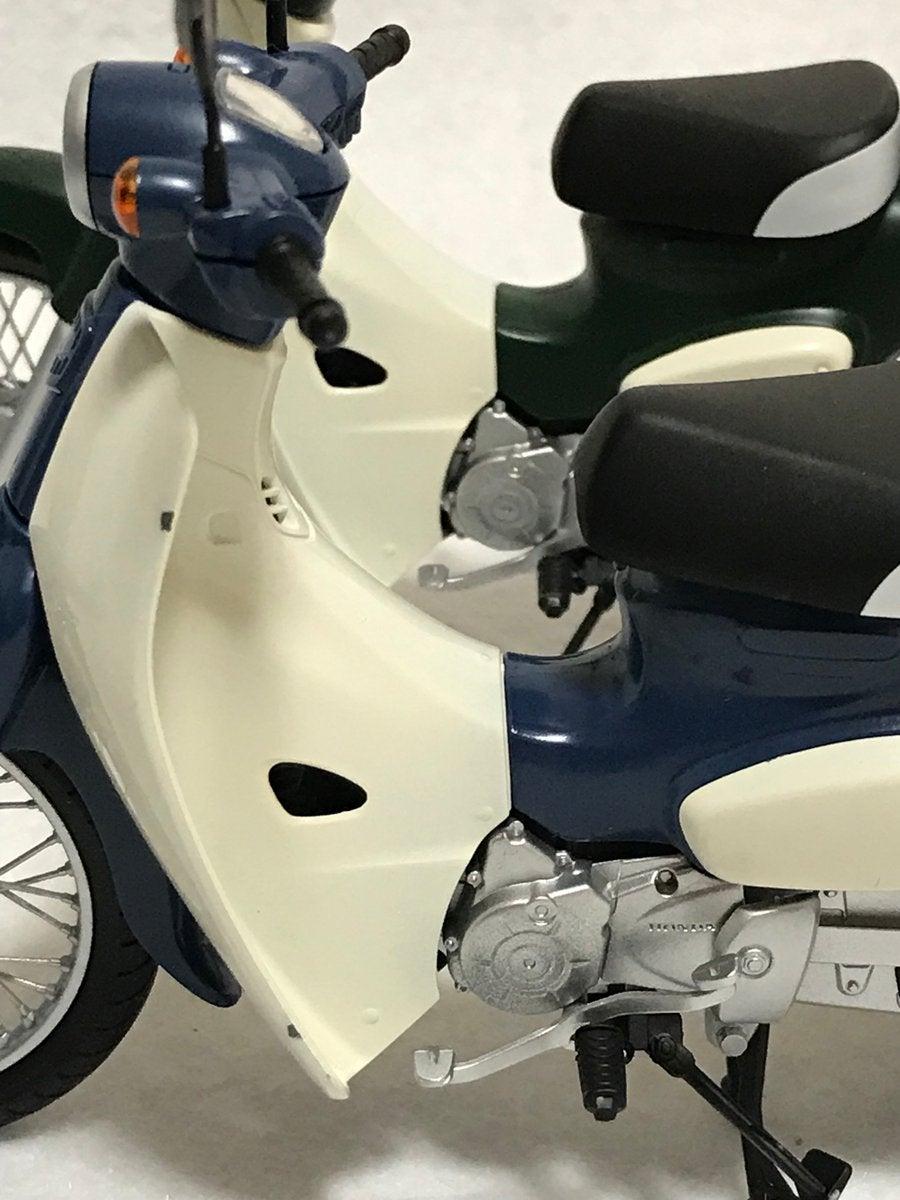 Pin Up Vespa moto scooter autocollant sticker adhesif 17 cm blanc