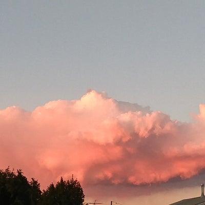 ピンク雲。の記事に添付されている画像