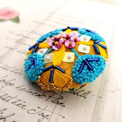 刺繍ブローチといきさつの記事に添付されている画像