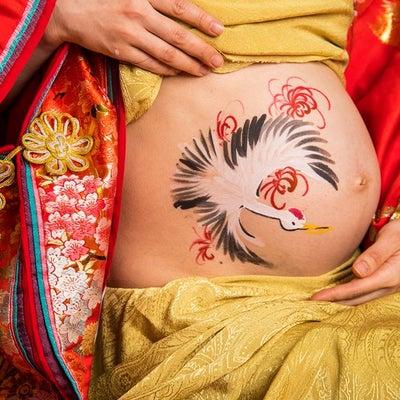 和服でマタニティフォト!ベリーペイントで鶴を描きました(^^)の記事に添付されている画像