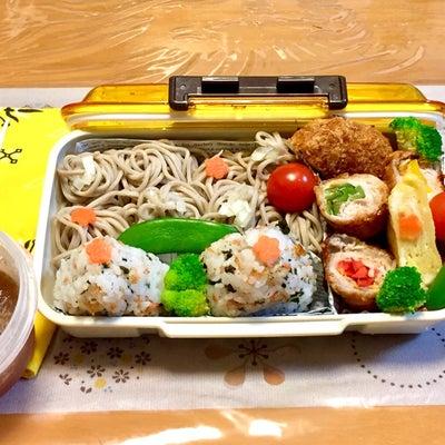 蕎麦 と おにぎり 弁当の記事に添付されている画像