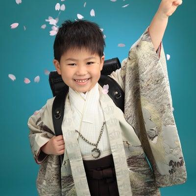 小学一年生の着物の入学記念写真 米沢市の記事に添付されている画像