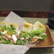 「本日オープン、JR元町駅西口南バゲット・サンドイッチカフェ(^_^)パクチー&の記事に添付されている画像