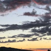 ハワイの朝焼けはパープル&オレンジの記事に添付されている画像