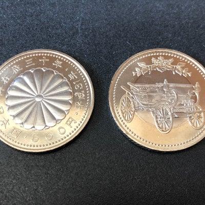 天皇陛下御在位30年記念貨幣の記事に添付されている画像